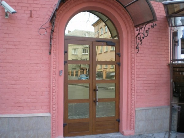 Входные двери в банк, г. Киев, ул. Почайнинская