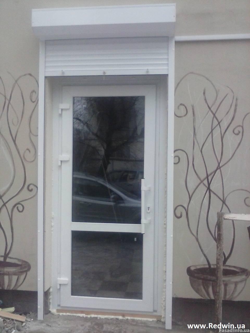 Алюминиевые окна и защитные роллеты.