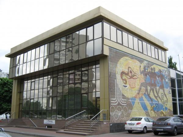 Алюминиевый фасад из коричневого профиля