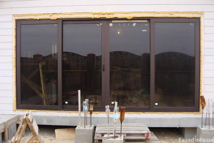 Алюминевые окна (жилое здание)