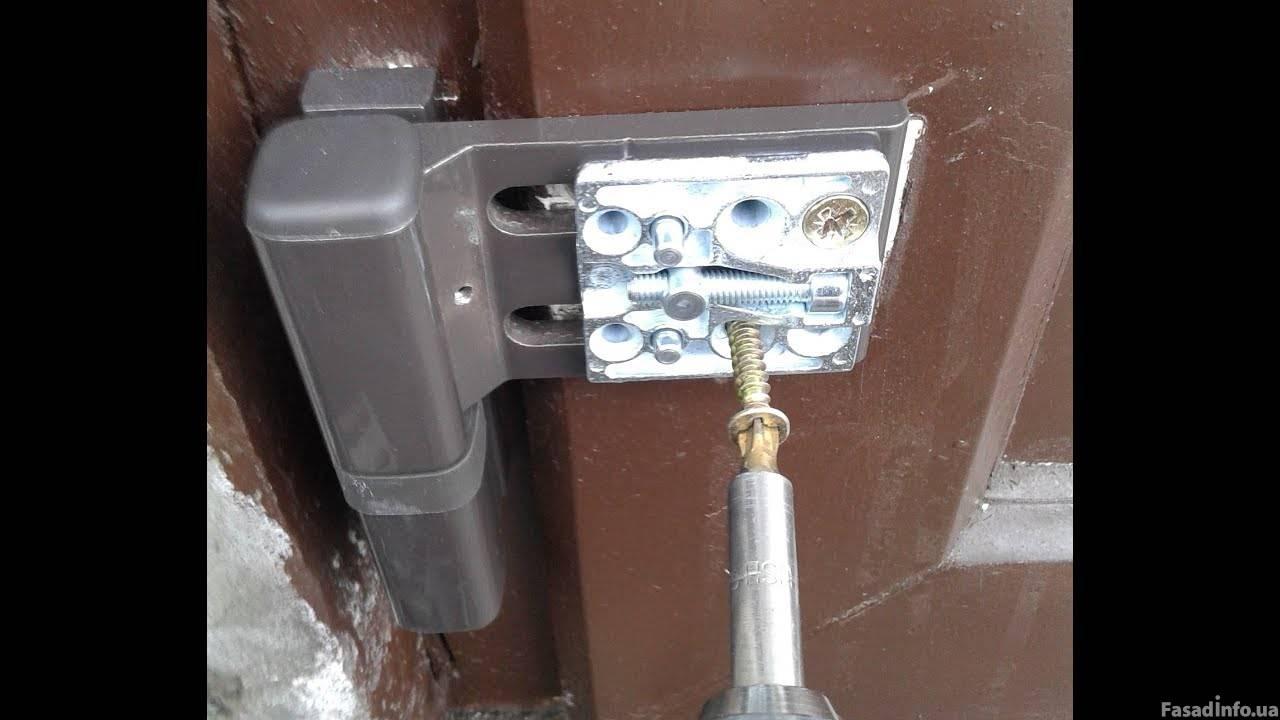 Замена петель металлопластиковых дверей